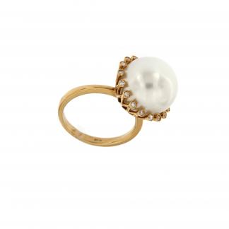 Anello in oro giallo 18kt con diamanti GVS e perla South sea 13-14mm.