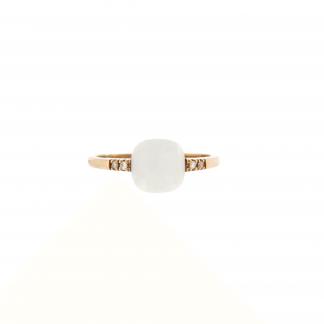 Anello in oro rosa 18kt, con diamanti GVS e corallo o pietra taglio antico cabochon sfaccettato 6x6mm.