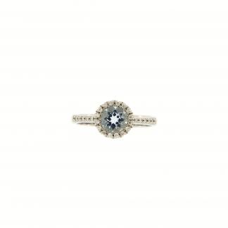 Anello in oro bianco 18kt, con diamanti GVS e acquamarina taglio tondo 6mm.