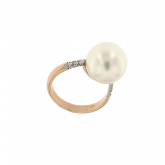 Anello in oro rosa 18kt con diamanti GVS o neri 0,48 kt e perla 13-14mm.
