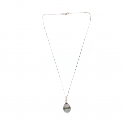 Girocollo in oro bianco 18 kt con diamanti GVS e perla Tahiti.