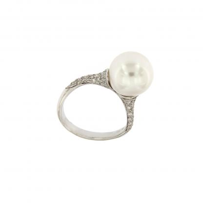 Anello in oro bianco 18kt con diamanti GVS e perla 11-12mm.