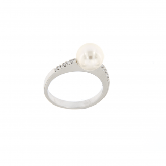 Anello in oro bianco 18kt con diamanti GVS e perla akoya 8-8,5mm.