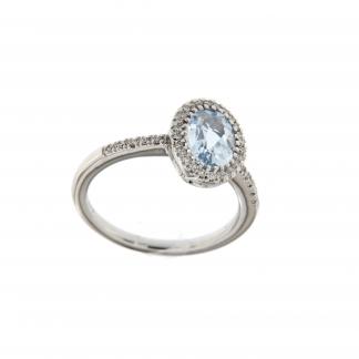 Anello in oro bianco 18kt, con diamanti GVS e acquamarina taglio ovale 8x6mm.