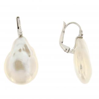 Orecchini in oro bianco 18 kt con diamanti GVS e perle Fresh water.