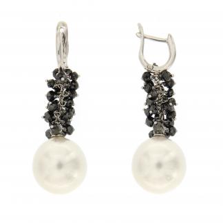 Orecchini in oro bianco 18 kt con diamanti neri e perle south sea 14-15mm.