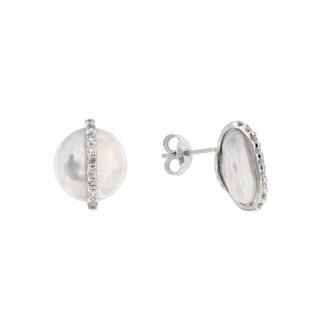 Orecchini in oro bianco 18 kt con diamanti GVS e perle Fresh water forma coin 12-13mm.