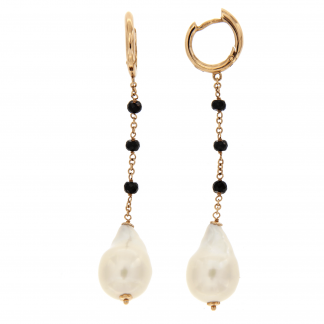 Orecchini in oro rosa 18 kt con diamanti neri e perle fresh water barocche.