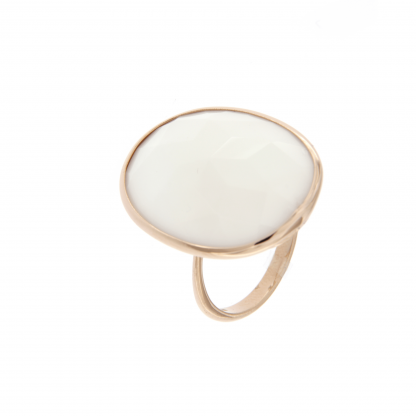 Anello in oro rosa 18kt, agata bianca con sfaccettatura irregolare.