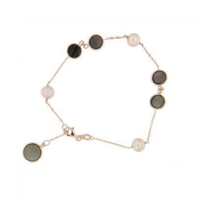 Bracciale in oro rosa 18 kt con perle freshwater e piastrine tonde da 6 e 8mm in madreperla nera.