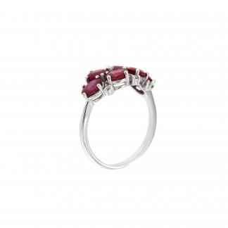 Anello in oro bianco 18kt con rubini ovali 5x4mm e diamanti G VS1