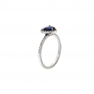 Anello in oro bianco 18kt con zaffiri blu taglio cuore 6mm e diamanti G VS1