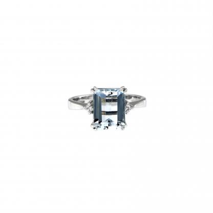 Anello in oro bianco 18kt con acquamarina ottagonale 10x8mm e diamanti GVS1