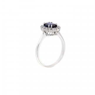 Anello in oro bianco 18kt con zaffiro blu ovale 8x6mm e diamanti G VS1