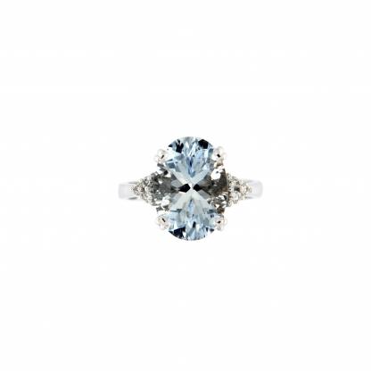 Anello in oro bianco 18kt con acquamarina ovale 14x10mm e diamanti GVS1