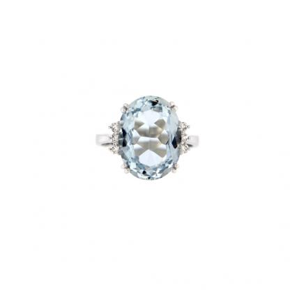 Anello in oro bianco 18kt con acquamarina ovale 16x12mm e diamanti GVS1