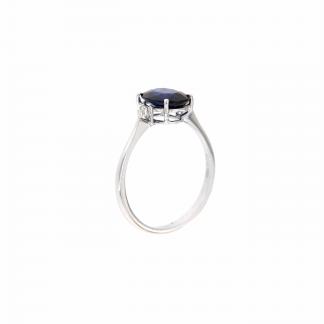 Anello in oro bianco 18kt con zaffiro blu ovale 9x7mm e diamanti G VS1