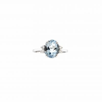 Anello in oro bianco 18kt con acquamarina ovale 10x8mm e diamanti GVS1