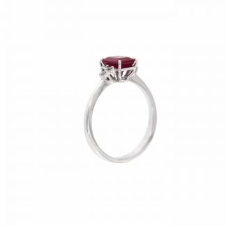Anello in oro bianco 18kt con rubino ottagonale 7x5mm e diamanti G VS1